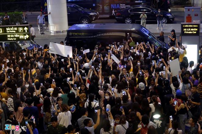 Ji Chang Wook cười vui vẻ, Super Junior kẹt giữa vòng vây của fan Việt-8