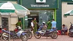 Camera an ninh ghi lại toàn cảnh vụ cướp ngân hàng Vietcombank ở Thanh Hóa