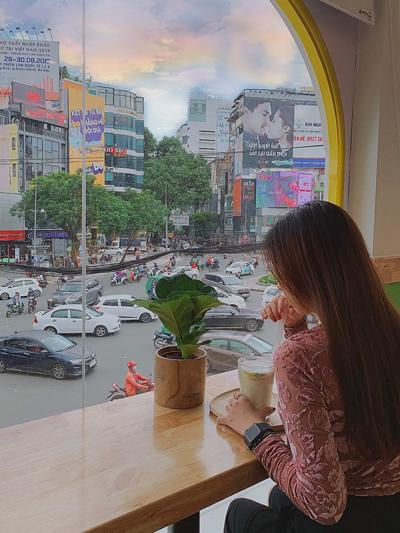 Giới trẻ Sài thành nô nức 'check-in' Ngã 6 Phù Đổng-2