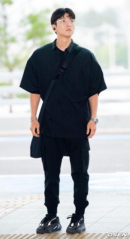 Ji Chang Wook diện cả cây đen, đi giày hiếm khi đến Hà Nội-1