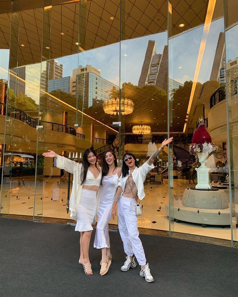 Bản tin Hoa hậu Hoàn vũ 26/7: HHen Niê sang Thái làm phù dâu, dân mạng chỉ sợ cô chặt luôn cả tân nương ngày cưới-2
