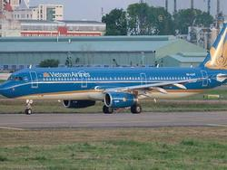 Máy bay hạ cánh khẩn cấp tại Đà Nẵng bởi có nữ hành khách vỡ túi ngực phẫu thuật thẩm mỹ, chảy máu không cầm được