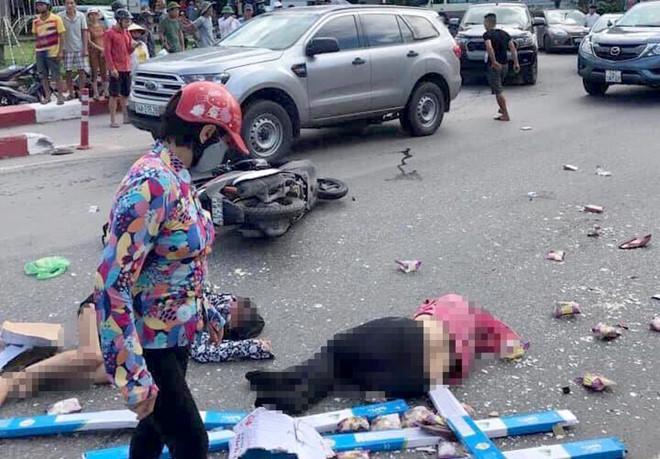 Lại thêm 1 tai nạn nghiêm trọng: Xe khách nổ lốp băng qua đường đâm hàng loạt xe máy rồi lao vào nhà dân ở Quảng Ninh-3