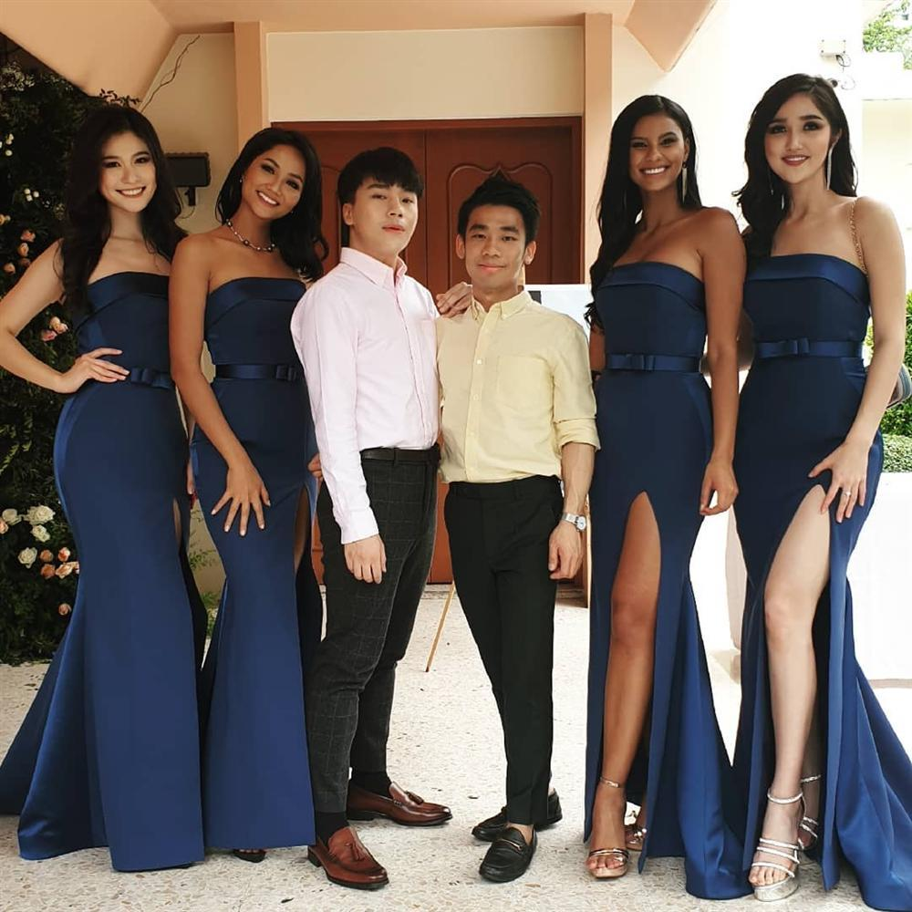 Dàn phù dâu của Hoa hậu Hoàn vũ Thái Lan: HHen Niê xinh đẹp với tóc dài nhưng lại lộ điểm bất thường-7