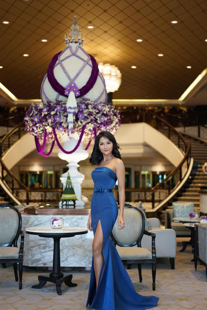 Dàn phù dâu của Hoa hậu Hoàn vũ Thái Lan: HHen Niê xinh đẹp với tóc dài nhưng lại lộ điểm bất thường-8