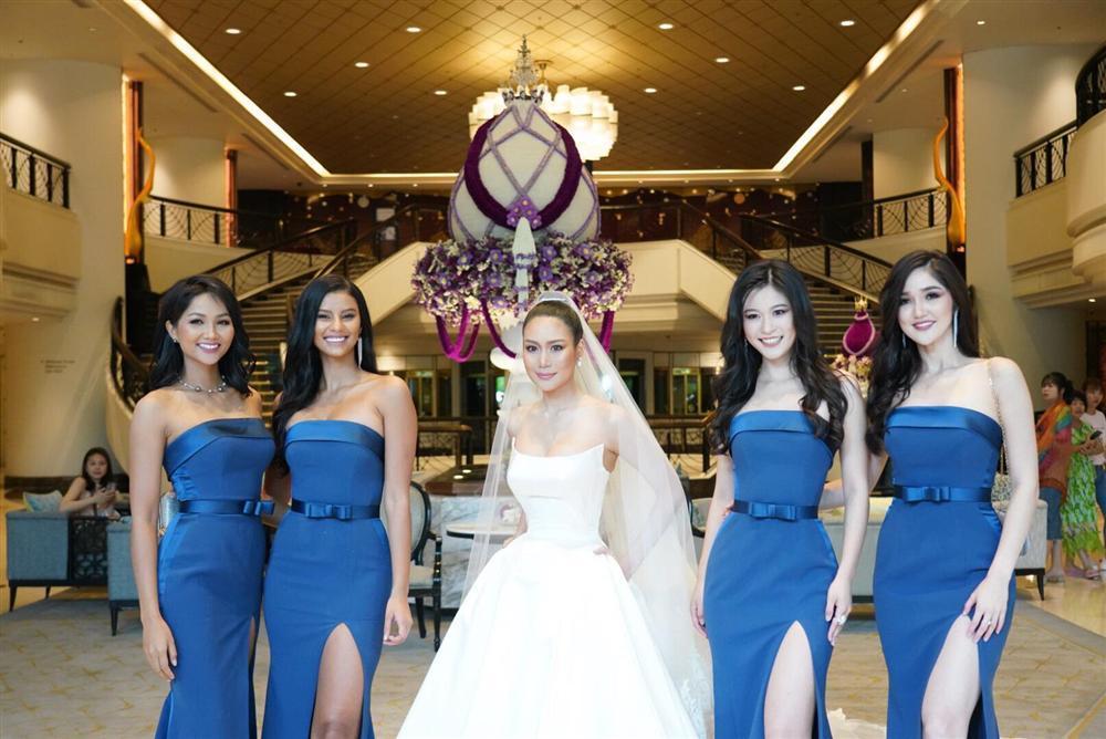 Dàn phù dâu của Hoa hậu Hoàn vũ Thái Lan: HHen Niê xinh đẹp với tóc dài nhưng lại lộ điểm bất thường-3