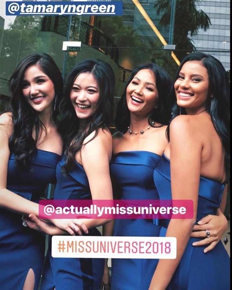 Dàn phù dâu của Hoa hậu Hoàn vũ Thái Lan: HHen Niê xinh đẹp với tóc dài nhưng lại lộ điểm bất thường-11