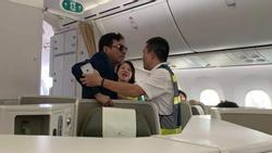 Khách thương gia say xỉn, sàm sỡ cô gái trẻ ngay trên máy bay