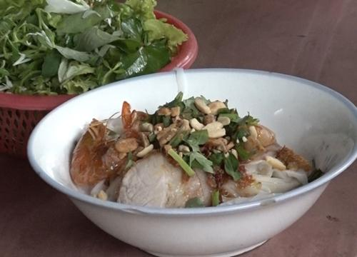 Quán mì Quảng có thâm niên gần nửa thế kỷ, vừa tráng vừa ăn-1