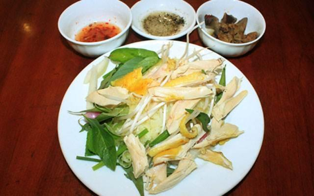 Quán mì Quảng có thâm niên gần nửa thế kỷ, vừa tráng vừa ăn-2