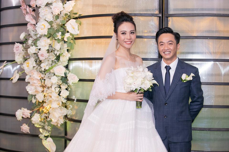 Cận cảnh 3 chiếc váy cưới chính thức trong hôn lễ với Cường Đô la giúp Đàm Thu Trang tỏa sáng như nàng công chúa bước ra từ chuyện cổ tích-5