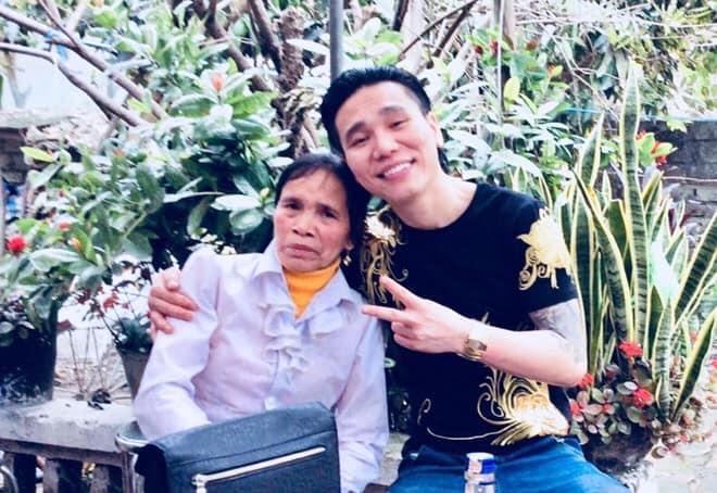 Những hình ảnh khắc khổ của mẹ ca sĩ Châu Việt Cường trước khi bị tàu hỏa đâm tử vong-1
