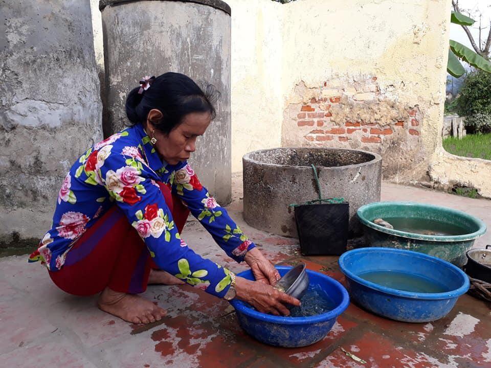 Những hình ảnh khắc khổ của mẹ ca sĩ Châu Việt Cường trước khi bị tàu hỏa đâm tử vong - Ảnh 3.