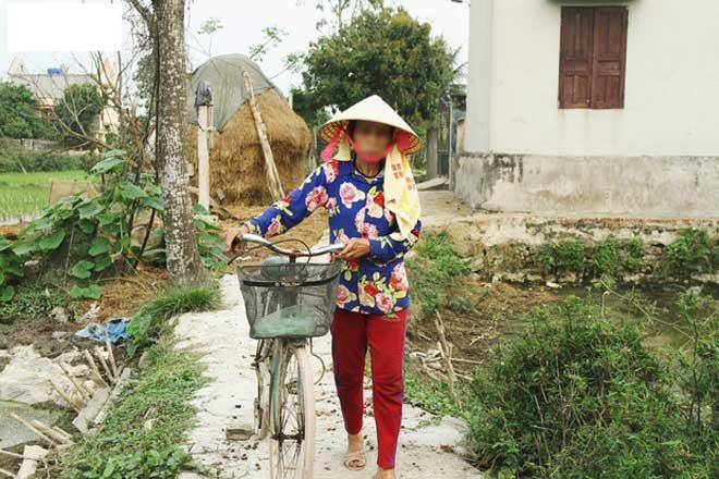 Những hình ảnh khắc khổ của mẹ ca sĩ Châu Việt Cường trước khi bị tàu hỏa đâm tử vong-7