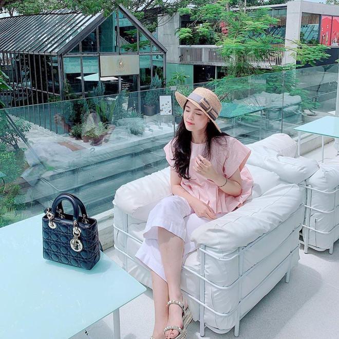 Bạn gái Quang Hải, Duy Mạnh khoe ảnh du lịch: Bánh bèo, sexy đủ cả-7