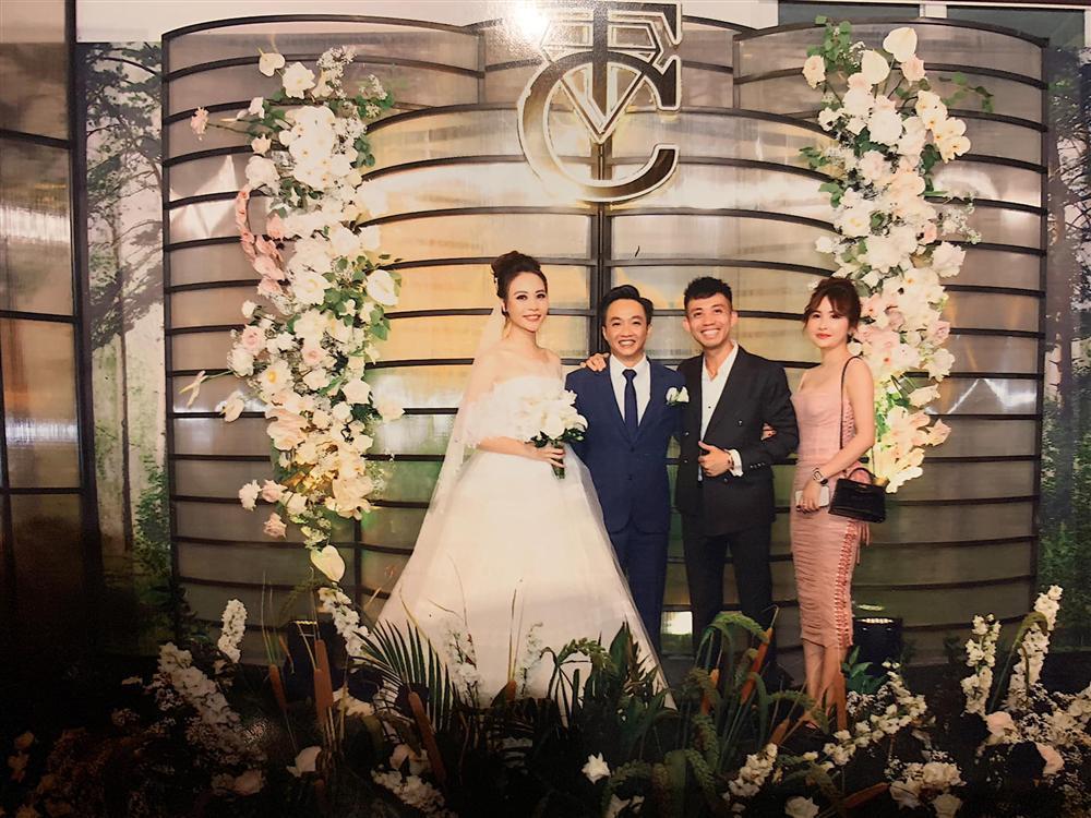 Khoe ảnh cùng bà xã trong đám cưới Cường Đô La, vợ chồng Minh Nhựa chiếm hết spotlight vì đẹp đôi chả kém cô dâu, chú rể-1