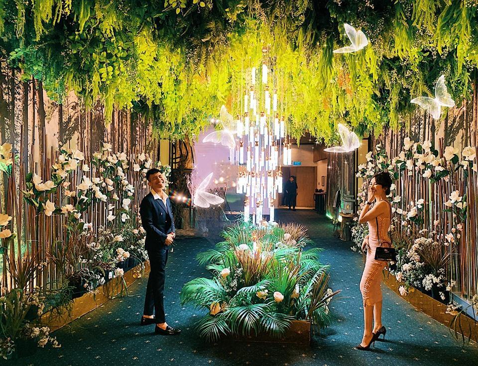 Khoe ảnh cùng bà xã trong đám cưới Cường Đô La, vợ chồng Minh Nhựa chiếm hết spotlight vì đẹp đôi chả kém cô dâu, chú rể-2