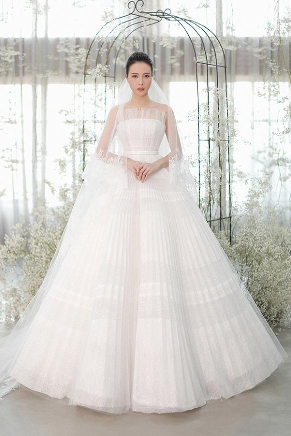 Cận cảnh 3 chiếc váy cưới chính thức trong hôn lễ với Cường Đô la giúp Đàm Thu Trang tỏa sáng như nàng công chúa bước ra từ chuyện cổ tích-1