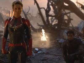 Các siêu anh hùng quỳ gối, tri ân Iron Man trong 'Avengers: Endgame'