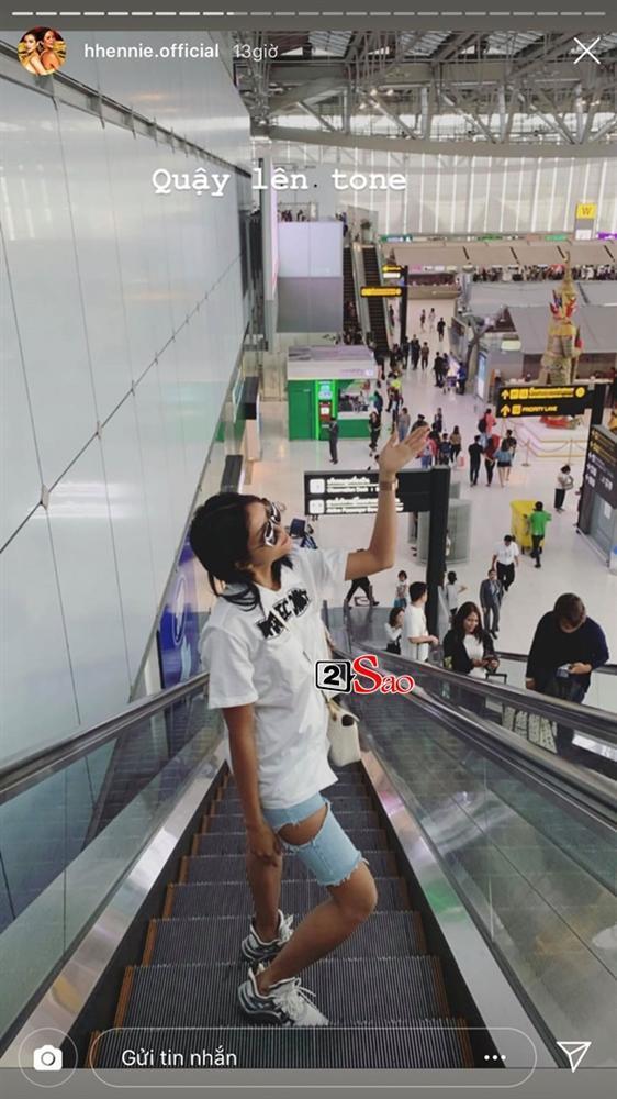 HHen Niê đi Sky Tour của Sơn Tùng M-TP với chiếc quần khoét quá nguy hiểm, suýt lộ vòng 3-2