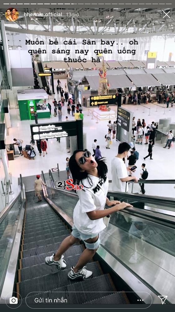 HHen Niê đi Sky Tour của Sơn Tùng M-TP với chiếc quần khoét quá nguy hiểm, suýt lộ vòng 3-6