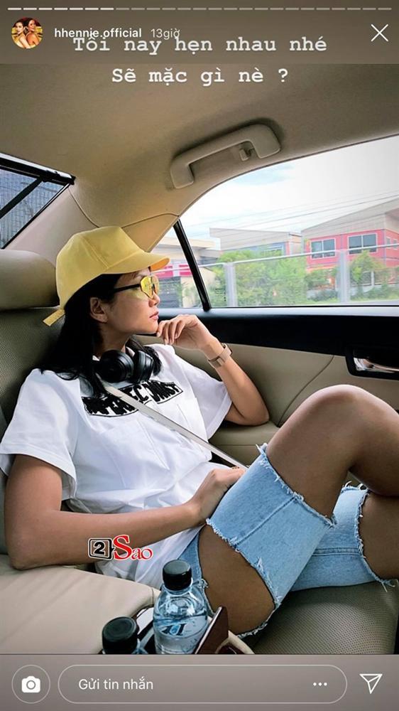 HHen Niê đi Sky Tour của Sơn Tùng M-TP với chiếc quần khoét quá nguy hiểm, suýt lộ vòng 3-7