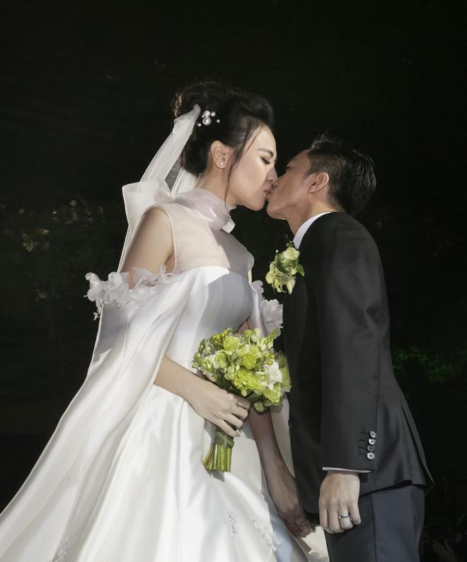Dương Yến Ngọc phán tại sao Cường Đô La chọn cưới Đàm Thu Trang: Là do hợp nụ hôn và mùi cơ thể-7