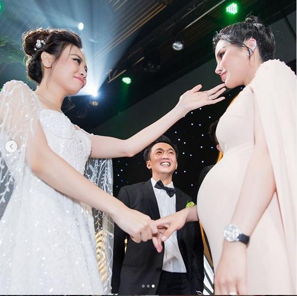 Bị cắt vai phù dâu trước giờ G, Diệp Lâm Anh quyết tâm chờ tới cuối hôn lễ chỉ để... ôm Đàm Thu Trang-1