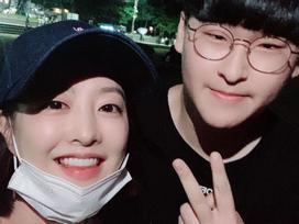 Mỹ nhân 'Ông ngoại tuổi 30' Park Bo Young không ngại để mặt mộc, thoải mái chụp ảnh cùng fan