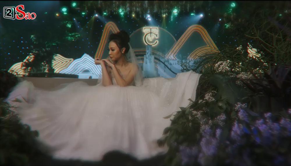 CLIP HOT: Cường Đô La - Đàm Thu Trang cùng bé Subeo cười rạng ngời hạnh phúc trong đám cưới cổ tích-2