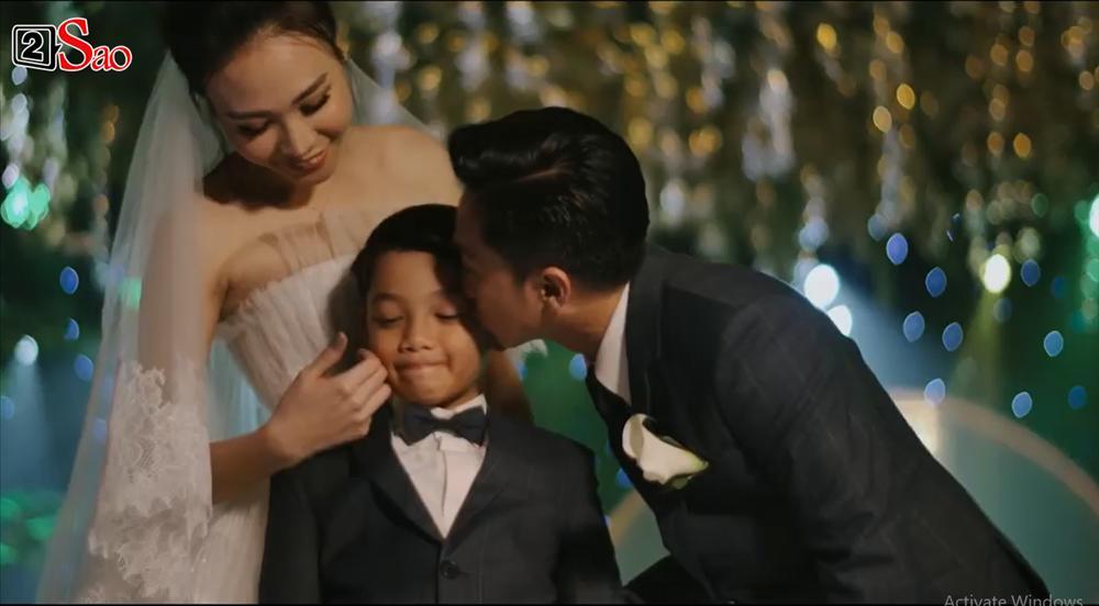 CLIP HOT: Cường Đô La - Đàm Thu Trang cùng bé Subeo cười rạng ngời hạnh phúc trong đám cưới cổ tích-4