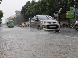 Xe chết máy hàng loạt sau mưa lớn