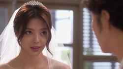 Đêm tân hôn, cô dâu khóc cạn nước mắt vì hành động của nhà chồng