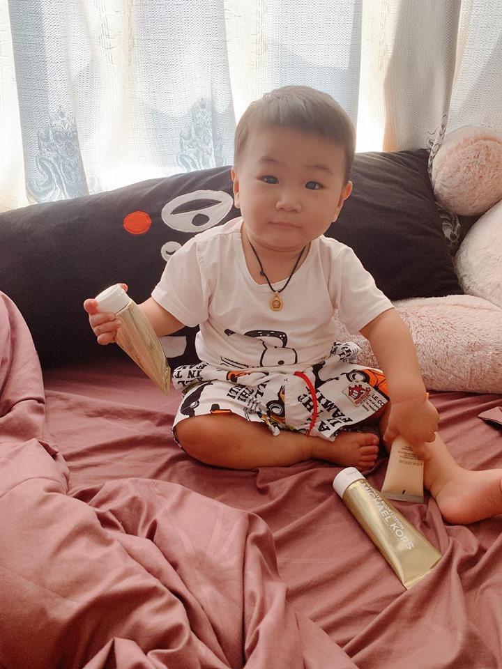 Lạ thay, con trai Lâm Khánh Chi càng lớn càng giống bố dù không cùng máu mủ-5