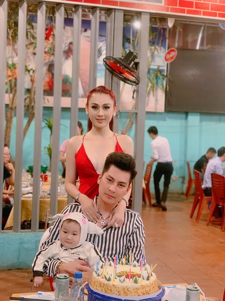 Lạ thay, con trai Lâm Khánh Chi càng lớn càng giống bố dù không cùng máu mủ-1
