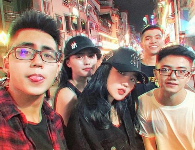 Thêm hội bạn cực phẩm gồm em trai Sơn Tùng và hai bạn gái cầu thủ-1
