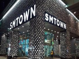 Người hâm mộ vui buồn lẫn lộn trước thông tin 'tiệm tạp hóa' nổi tiếng của SM đối mặt với nguy cơ đóng cửa vĩnh viễn