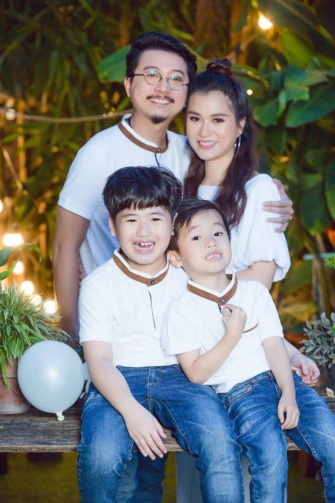 Cuộc sống của gia đình Lâm Vỹ Dạ - Hứa Minh Đạt sau 9 năm kết hôn-9
