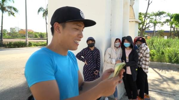 Bị dân tình đồng loạt ném đá, Youtuber NTN làm vội clip nhặt rác đổi tiền-5