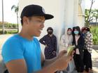 Bị dân tình đồng loạt ném đá, Youtuber NTN làm vội clip 'nhặt rác đổi tiền'
