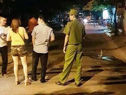 Cãi vã tiền bo tiếp viên, khách bị con chủ quán karaoke đâm tử vong