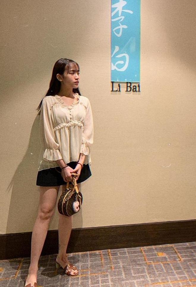 Con gái Minh Nhựa dát gần 200 triệu lên người khi đi dự sự kiện-4