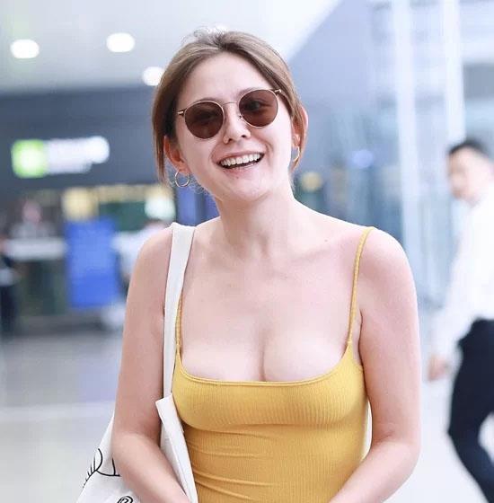 Mỹ nhân Trung Quốc bị chỉ trích mặc phản cảm tại sân bay-2