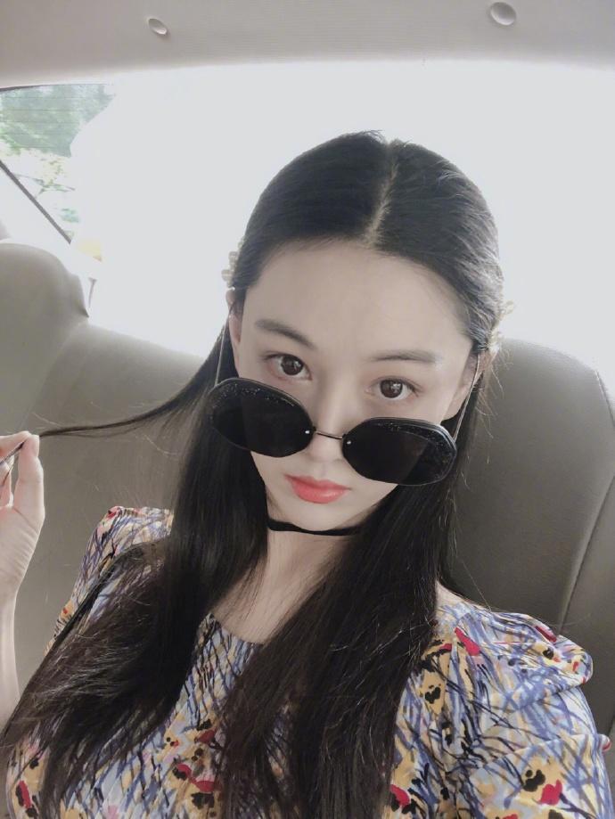 Lý Mạc Sầu Trương Hinh Dư khoe vẻ đẹp quyến rũ, body gợi cảm chỉ sau 4 tháng sinh con-5