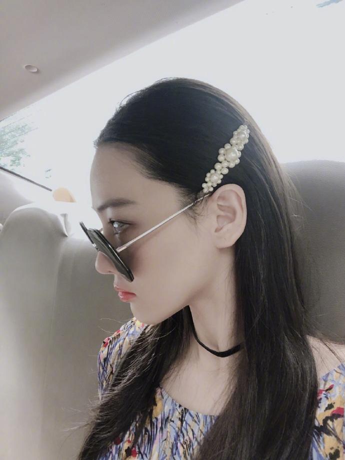 Lý Mạc Sầu Trương Hinh Dư khoe vẻ đẹp quyến rũ, body gợi cảm chỉ sau 4 tháng sinh con-6
