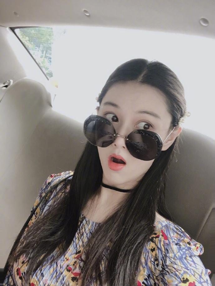 Lý Mạc Sầu Trương Hinh Dư khoe vẻ đẹp quyến rũ, body gợi cảm chỉ sau 4 tháng sinh con-7
