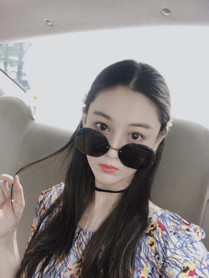 Lý Mạc Sầu Trương Hinh Dư khoe vẻ đẹp quyến rũ, body gợi cảm chỉ sau 4 tháng sinh con-8