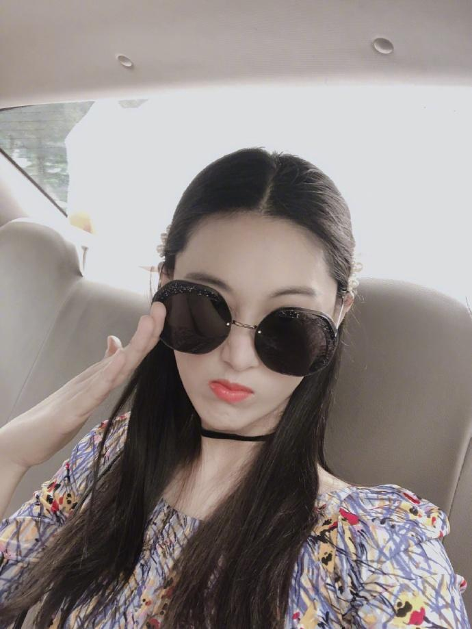 Lý Mạc Sầu Trương Hinh Dư khoe vẻ đẹp quyến rũ, body gợi cảm chỉ sau 4 tháng sinh con-9