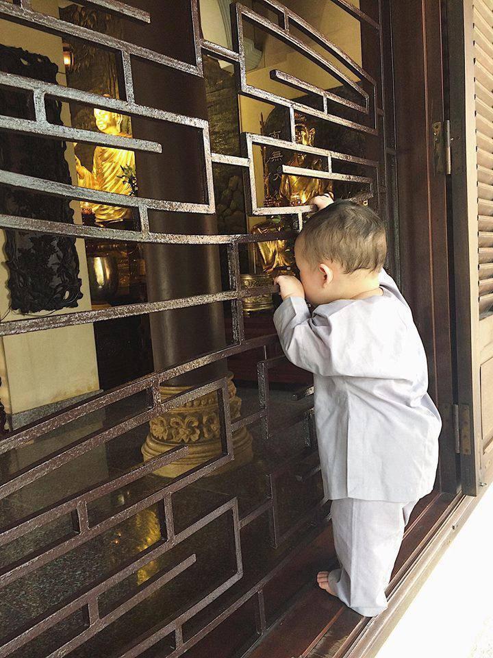 Đưa con trai lên chùa cầu bình an, single mom Ly Kute khiến ai nấy bất ngờ vì ngoại hình phổng phao, cao lớn của cậu bé-5