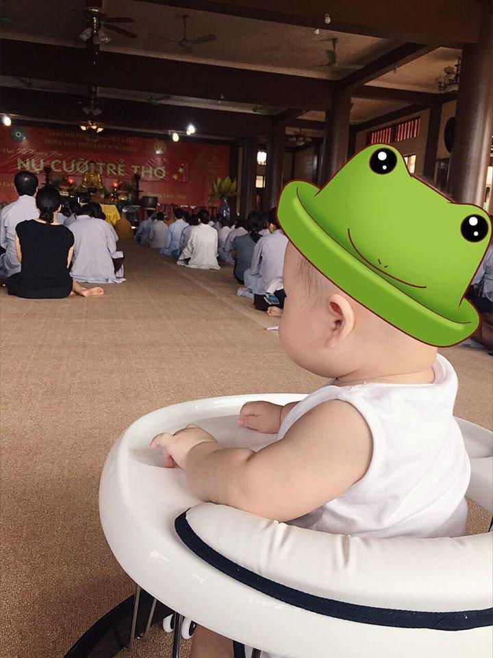 Đưa con trai lên chùa cầu bình an, single mom Ly Kute khiến ai nấy bất ngờ vì ngoại hình phổng phao, cao lớn của cậu bé-6